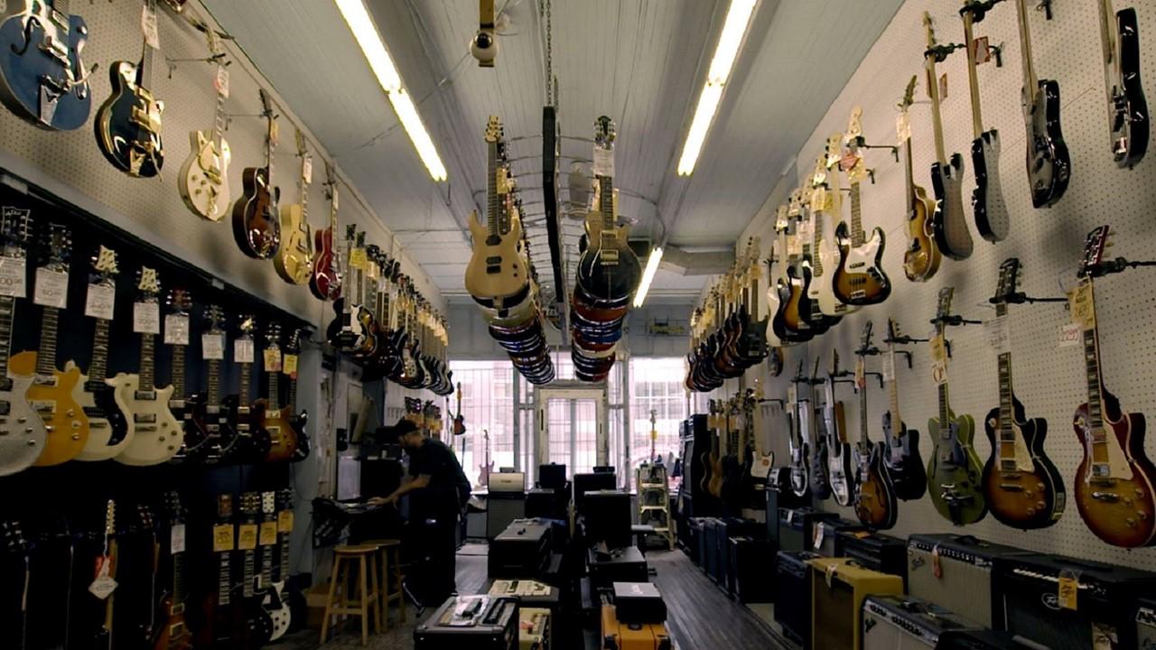 le magasin de musique steve 39 s music store vid os la fabrique culturelle. Black Bedroom Furniture Sets. Home Design Ideas