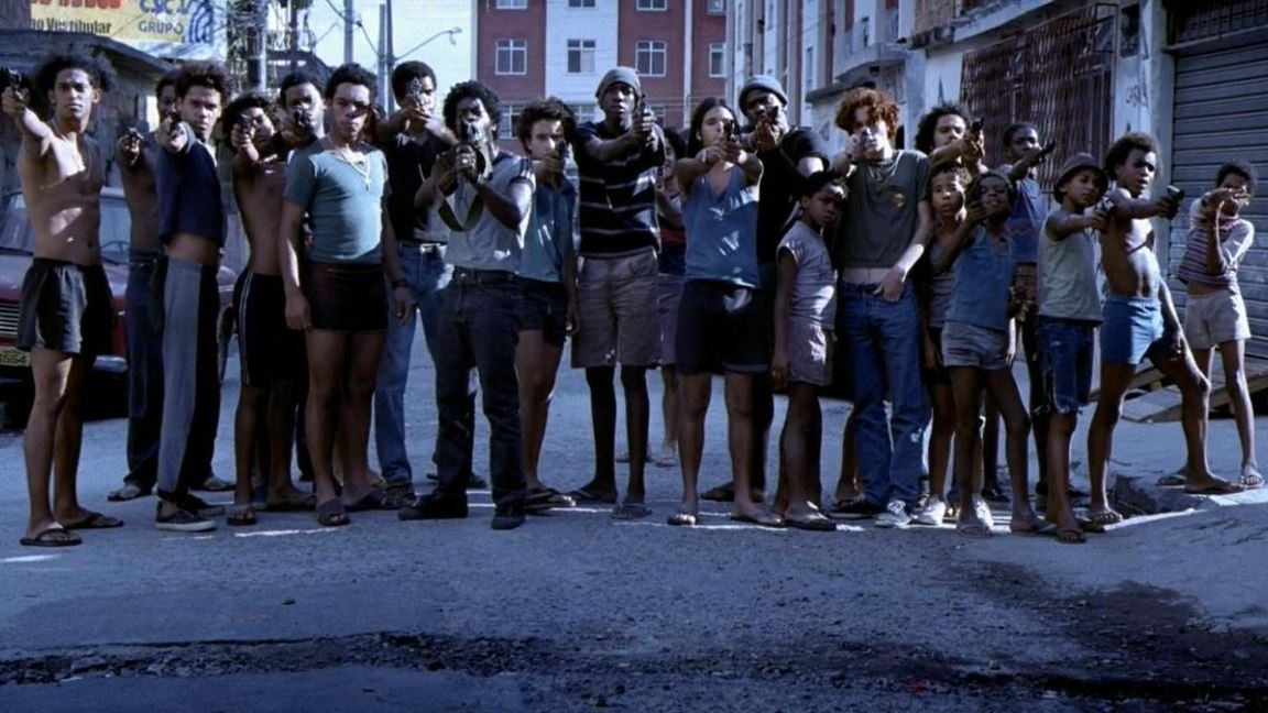 Un coup de poing illustrant une misère sociale et une violence sans pitié