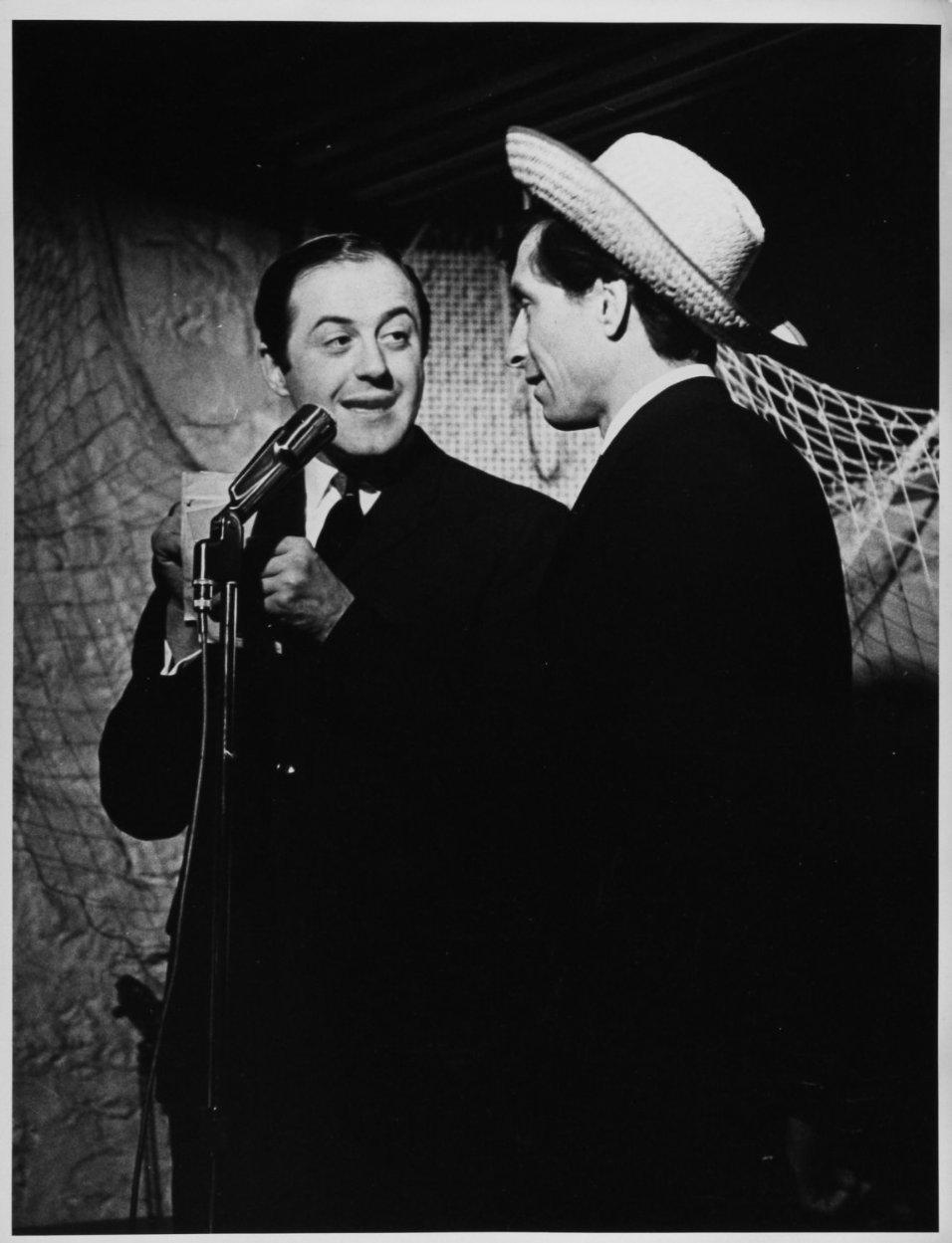 Raymond Lévesque et Benoit Marleau en spectacle (Archives BAnQ / Antoine Désilets)