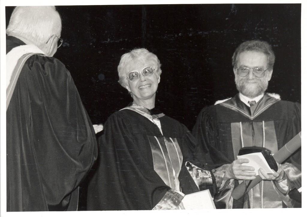 p122 Anne Hébert reçoit doct. honorifique 1993
