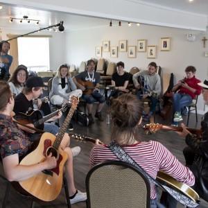 Les huit chansonneurs, Patrick Norman, Les Sœurs Boulay et le groupe Dans l'Shed
