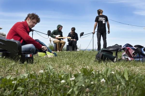 Boule, Étienne et Laura durant le tournage d'une performance avec notre équipe
