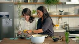 On cuisine tout dans le même plat : moins de vaisselle à laver, on aime ça!'