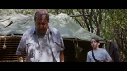 La vie au campement devient de plus en plus dangereuse pour Lila et Nicky.'